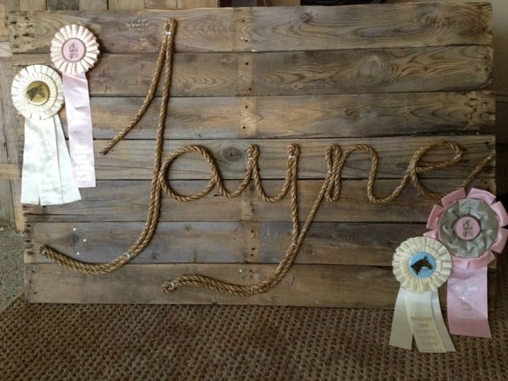 Easy sign with horse show rosettes, stained reclaimed boards, and manilla rope. Order custom color rosettes at http://www.luckypony.com/productcart/pc/viewPrd.asp?idProduct=28944
