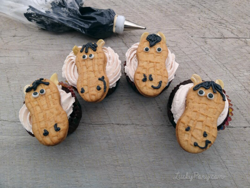 DIY easy horse party cupcakes